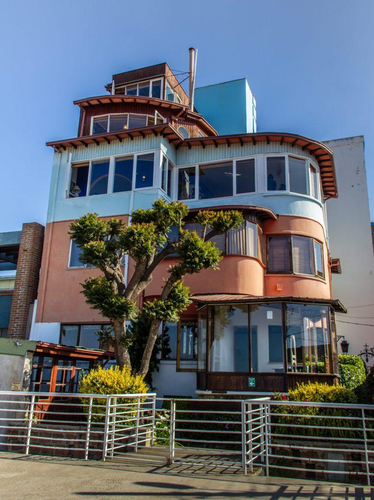 Fachada da La Sebastiana - a casa de Neruda em Valparaíso