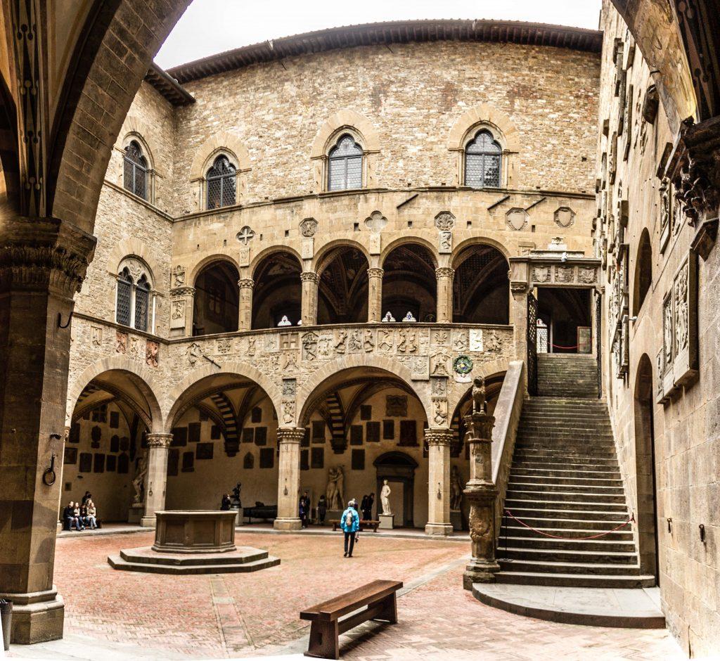 Pátio do Museo Nazionale del Bargello em Florença. Vale a pena comprar o Firenze card