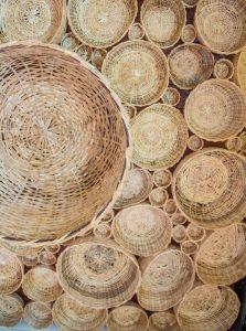 teto de cestos de palha na casa do rio vermelho