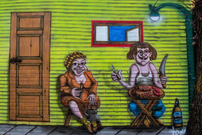parede com grafitti de um casal comendo - cubierto Buenos Aires