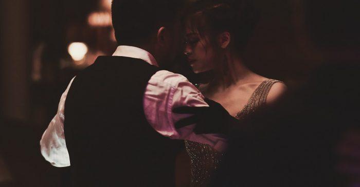 Casal dancando tango - tango barato