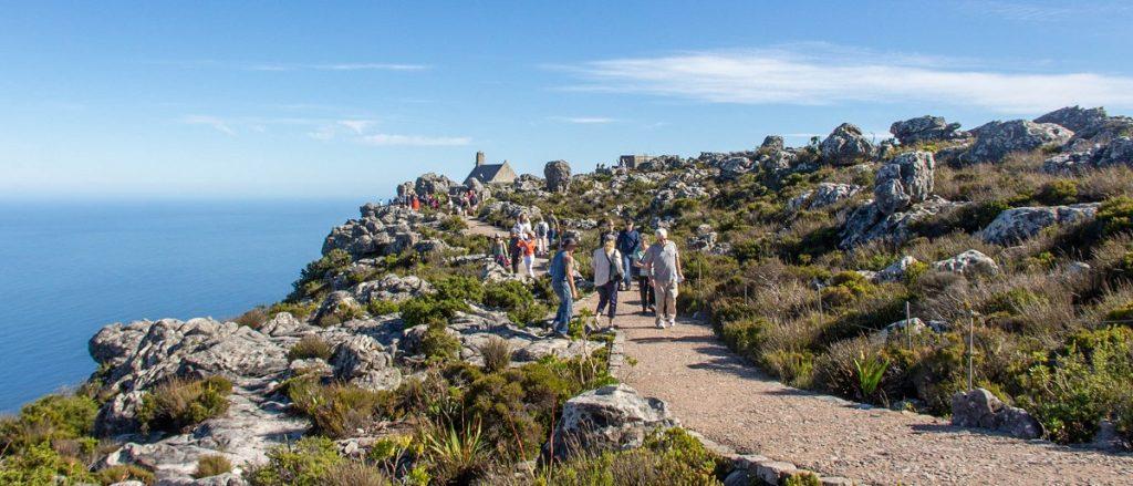 pessoas caminhando em trilha - visitar table mountain